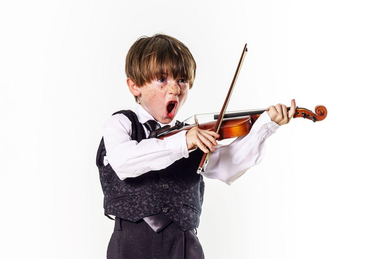 Partituras para violín de música moderna.